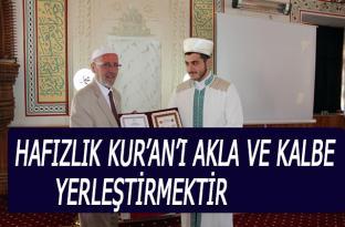 Hafızlık Kur'an'ı akla ve kalbe yerleştirmektir