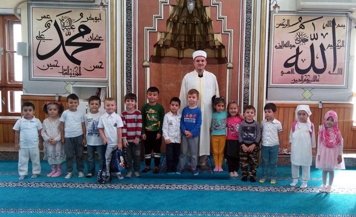 Cami çocuk buluşması
