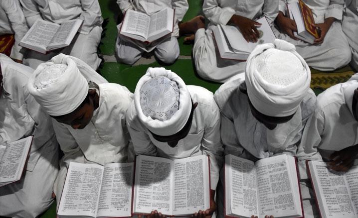 Hindistan halkına 5 bin Malalayamca mealli Kur'an-ı Kerim hediye edildi