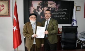Dükkânlarını Türkiye Diyanet Vakfı'na bağışladı